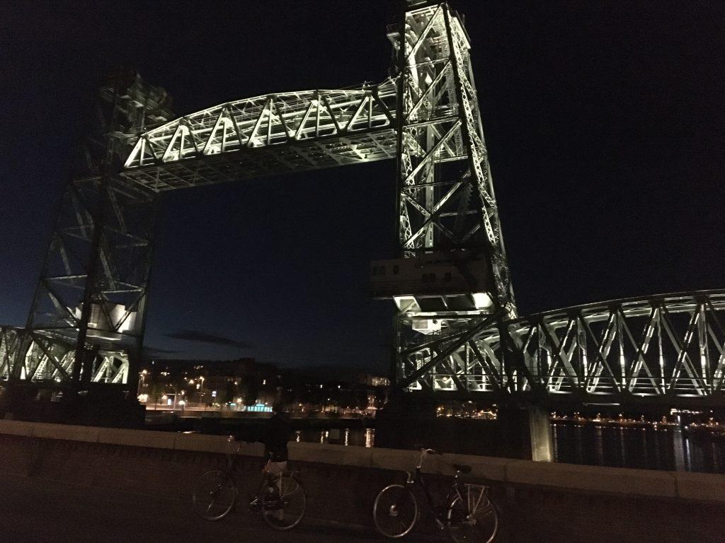 Radtour durch Südholland entlang der Brücke De Hef