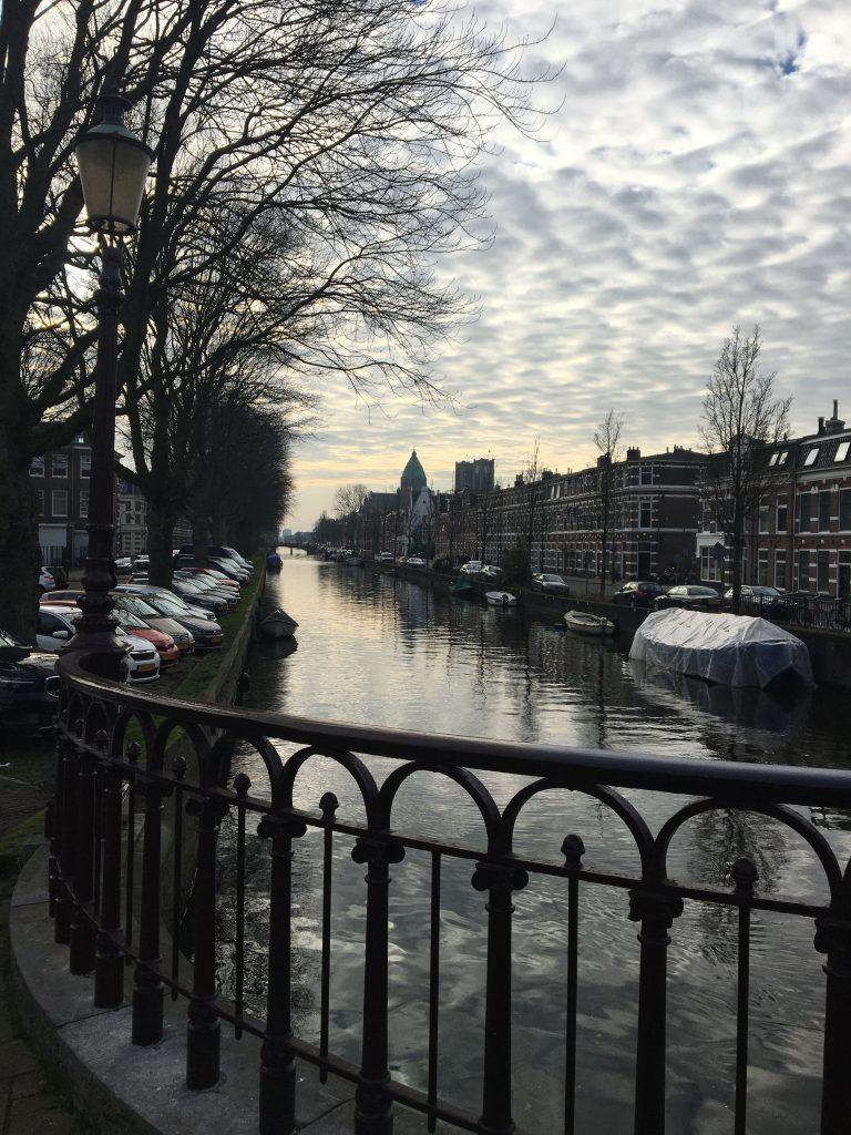 Leidse Vaart und St. Bavo Kathedrale in Haarlem
